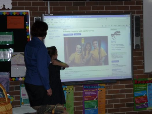 Helen showing students the AM website