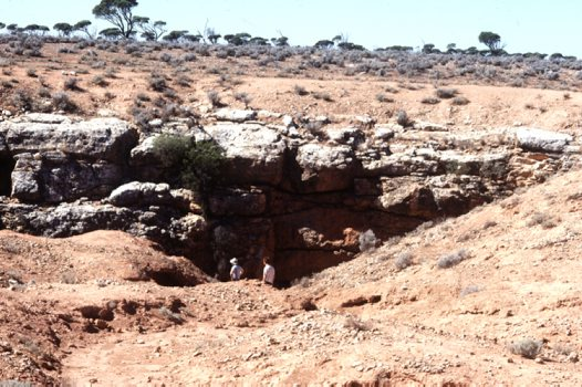 Nullarbor: cave entrances