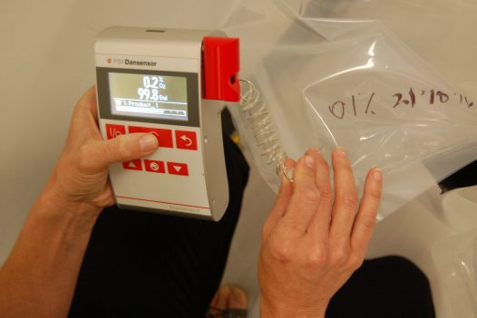 Measuring oxygen levels for pest treatments