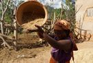 Madagascar 2012 - sifting grain