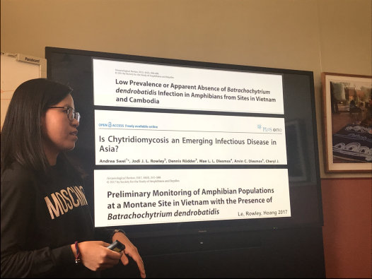 Vietnamese PhD student, Le Thi Thuy Duong, giving a seminar during her AMF/AMRI Visiting Research Fellowship
