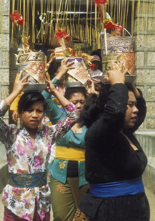 Women carrying offerings