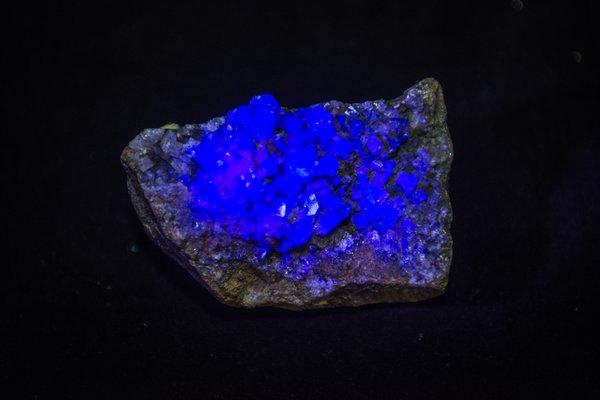 Long-wave fluorescing minerals