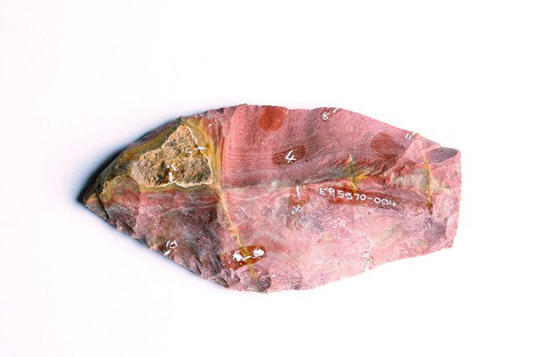 A stone flake from conjoin E095570