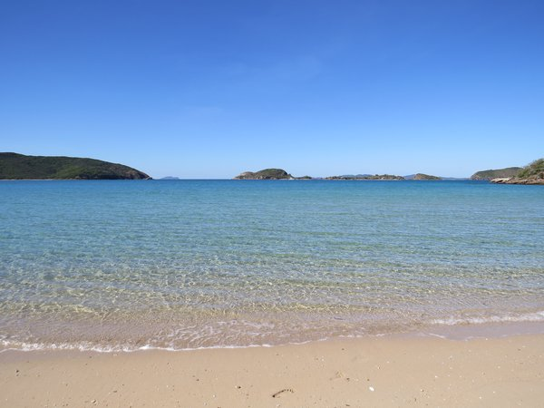 Beautiful Mazie Bay on North Keppel Island (Konomie).