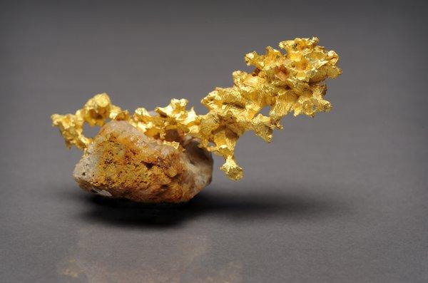 Crystalline gold on quartz