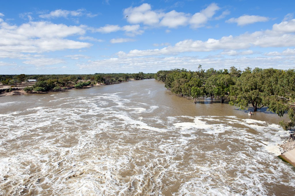 Darling River past the Menindee main weir