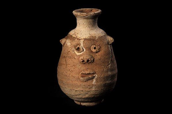 E015647 Bes Jar