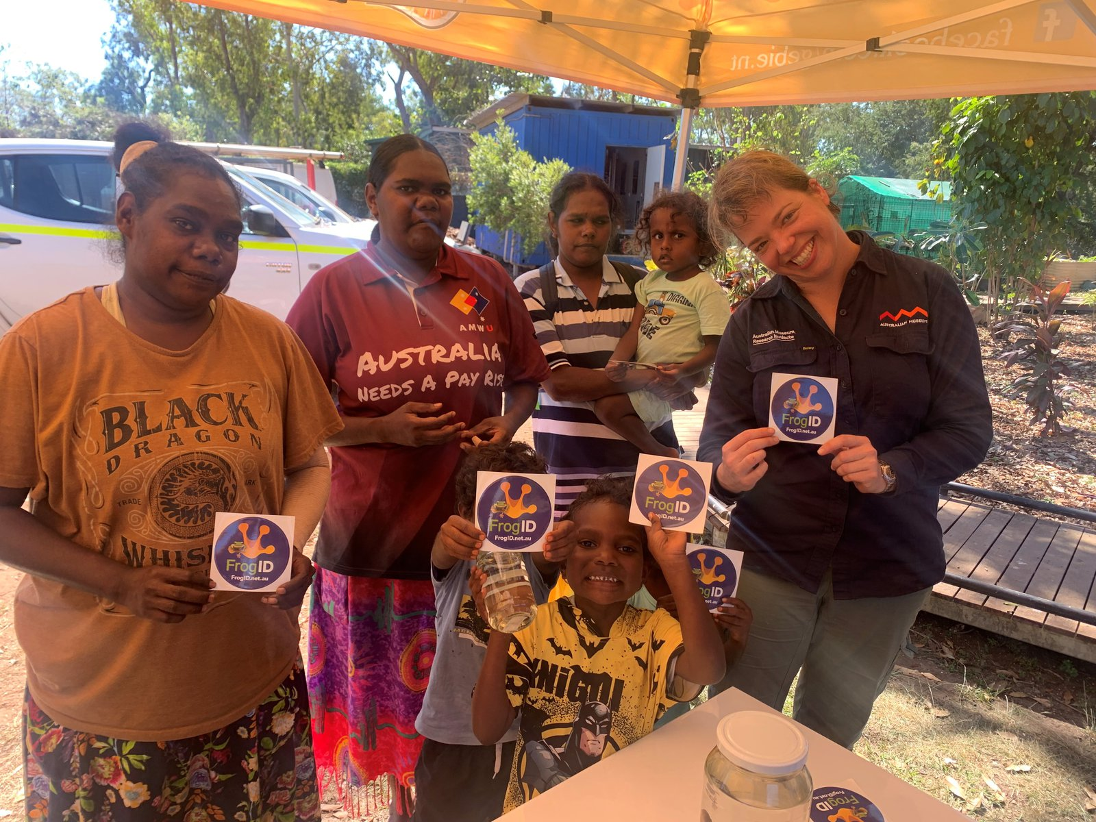 Angurugu Community Members with Jodi Rowley.