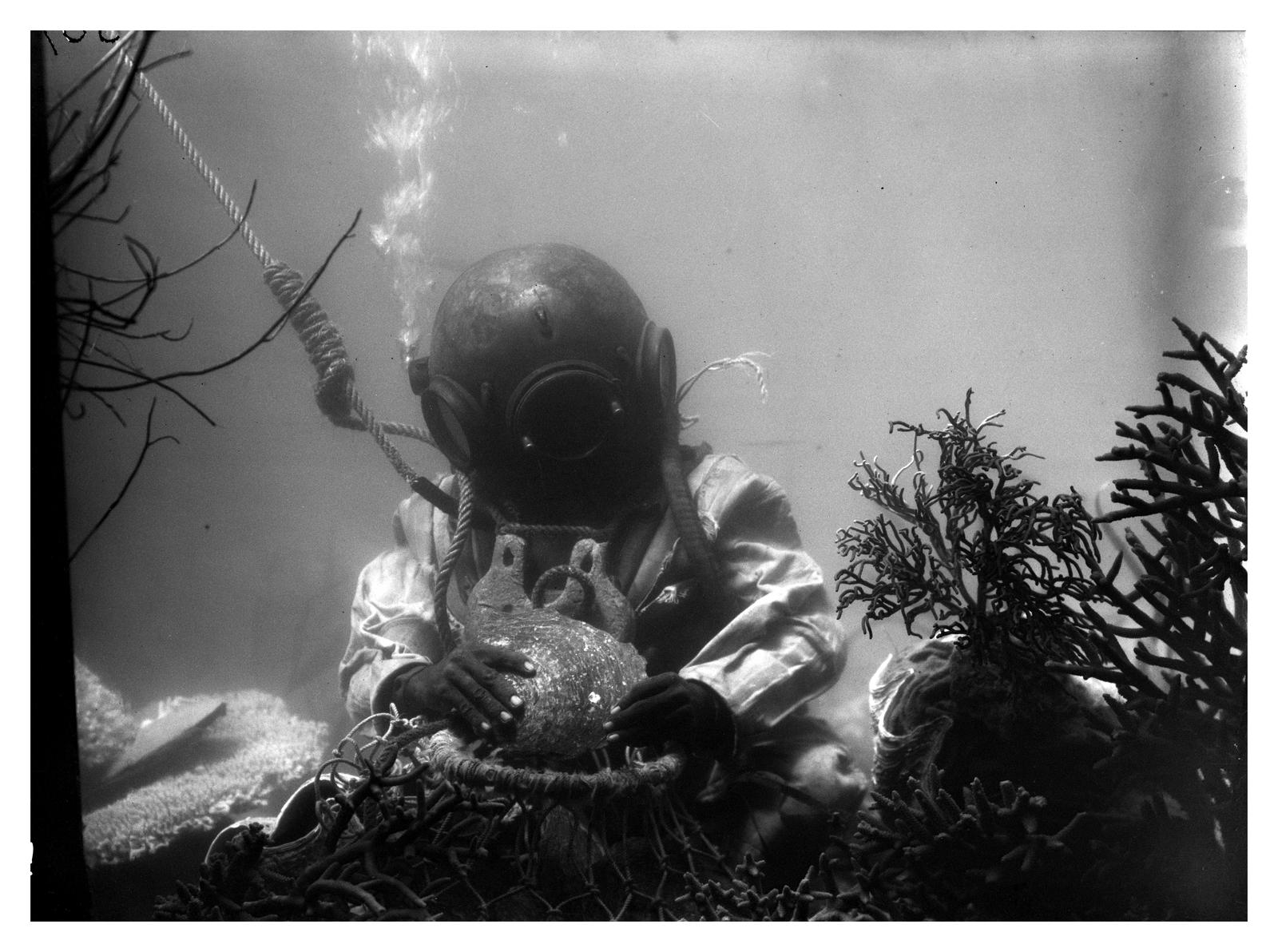 Frank Hurley underwater photograph