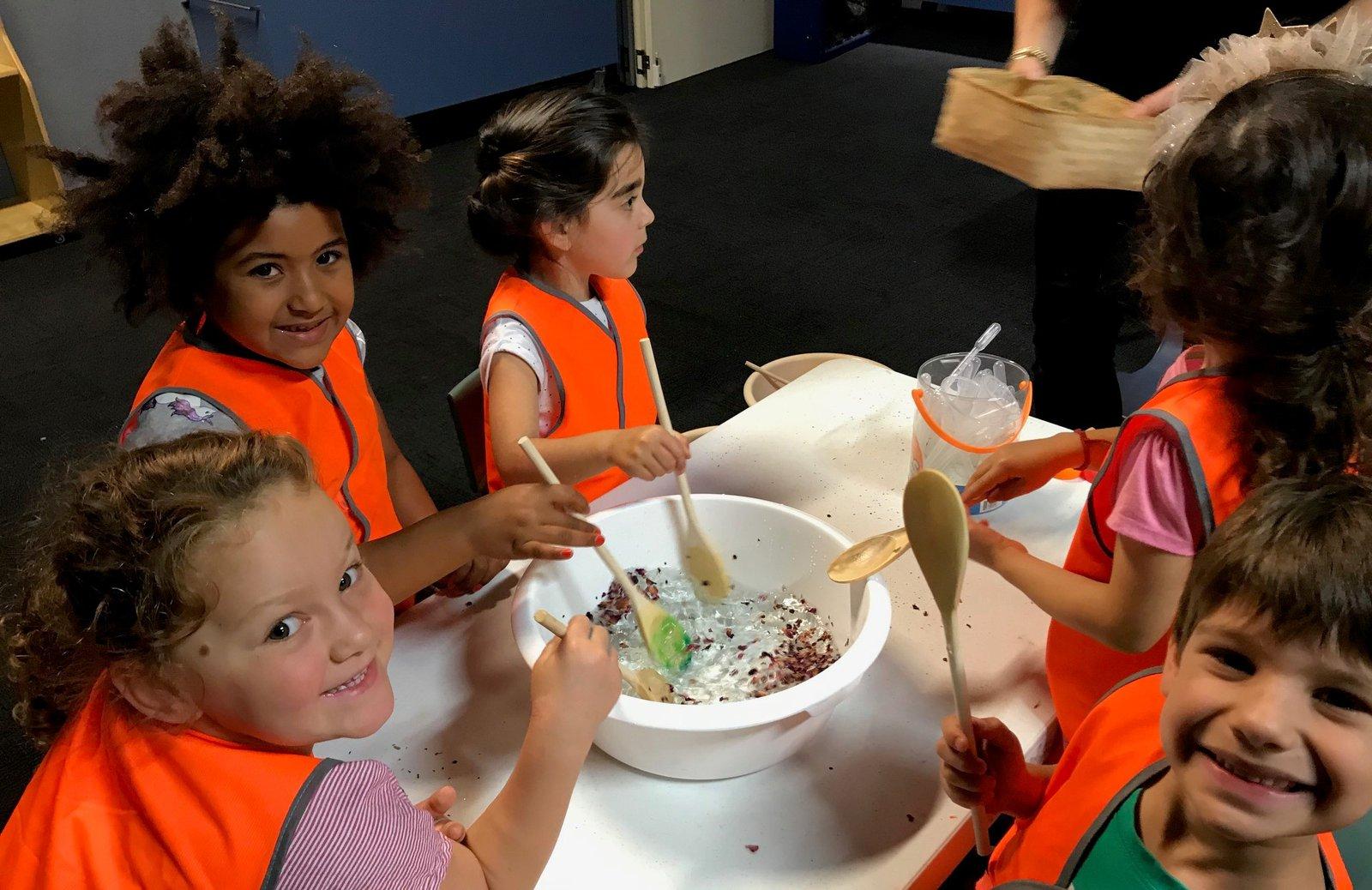 Preschoolers in Whales and the Ocean educator led program