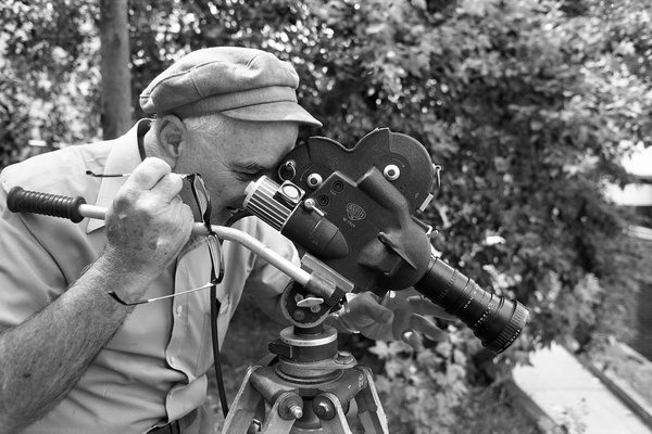 M1601-002 Howard Hughes filming