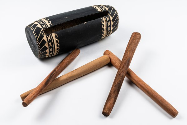 MIAB Pacific Box - Pate (slit drum) and drum-sticks from Samoa
