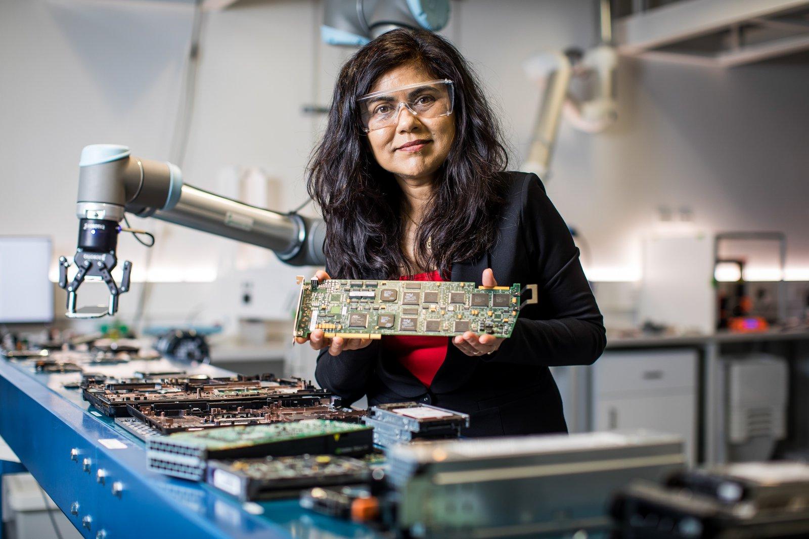 Professor Veena Sahajwalla - Finalist, 2021 Celestino Eureka Prize for Promoting Understanding of Science