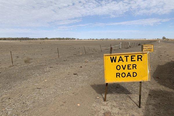 Roadsigns at Macquarie Marshes