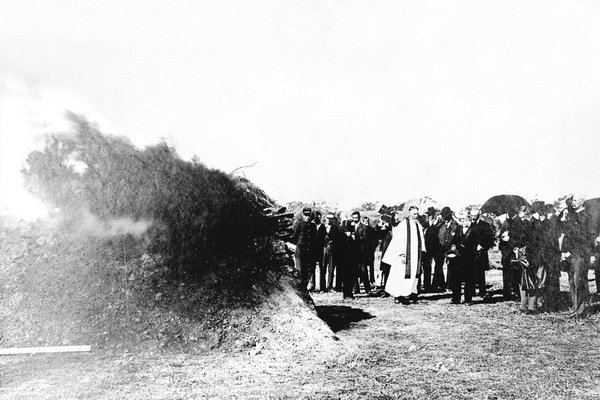 The first cremation at the Springvale Necropolis