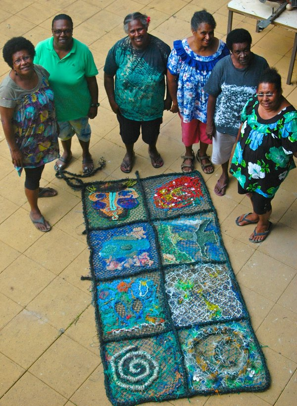 Ghost net art, Gur Atkamlu (Sea Blanket) with artists - E095183