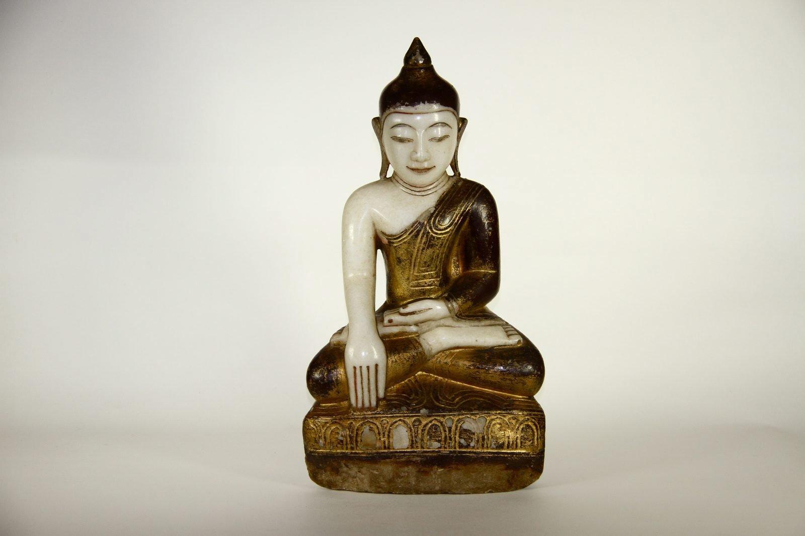 Statue of Buddha: H589 AA