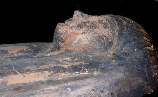 Human head carved in coffin's lid.