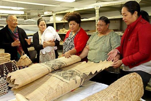 Discussing weaving techniques