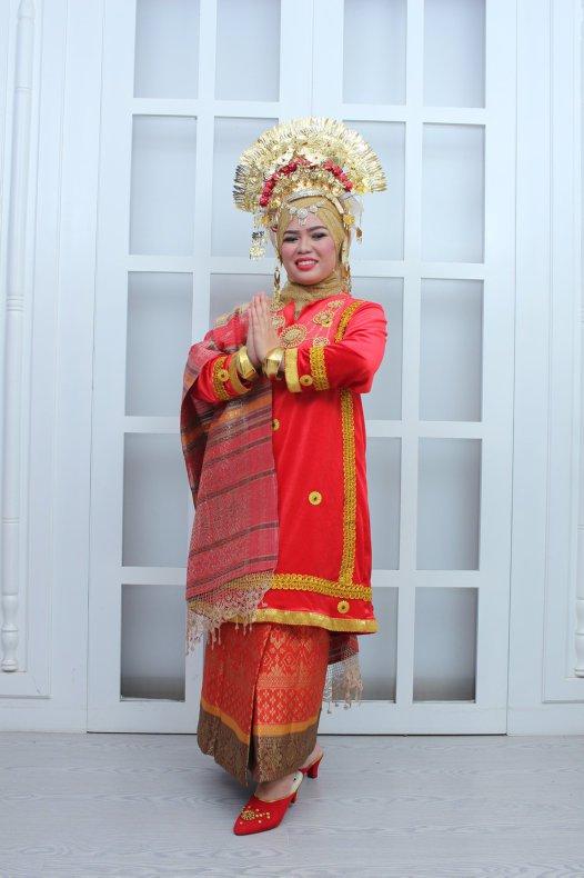 Prima Hidayoza in traditional West Sumatran costume