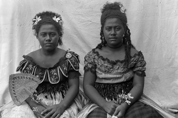 Twin girls, Tonga