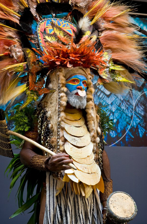 Man in traditional PNG headdress