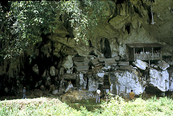 IT-1466 Toraja burial