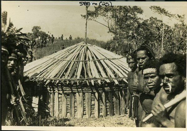 Men and House, PNG Highlands
