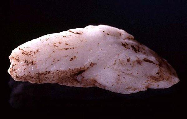Quartz stone tool