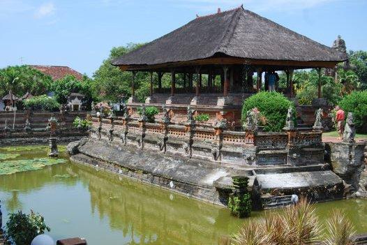 Kerta Gosa: Floating Pavilion
