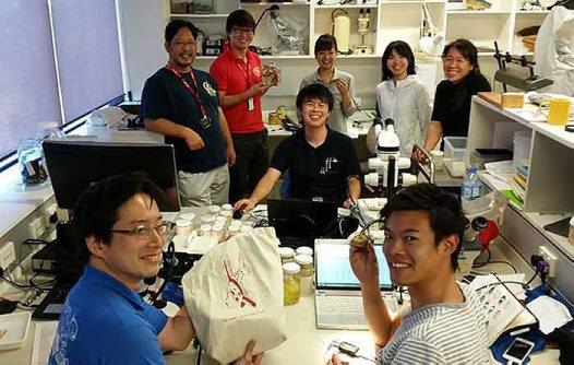 Dr Hiroyuki Motomura and students