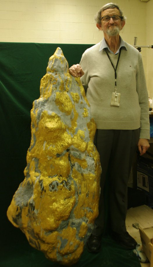 Ross Pogson with the Holtermann Nugget replica