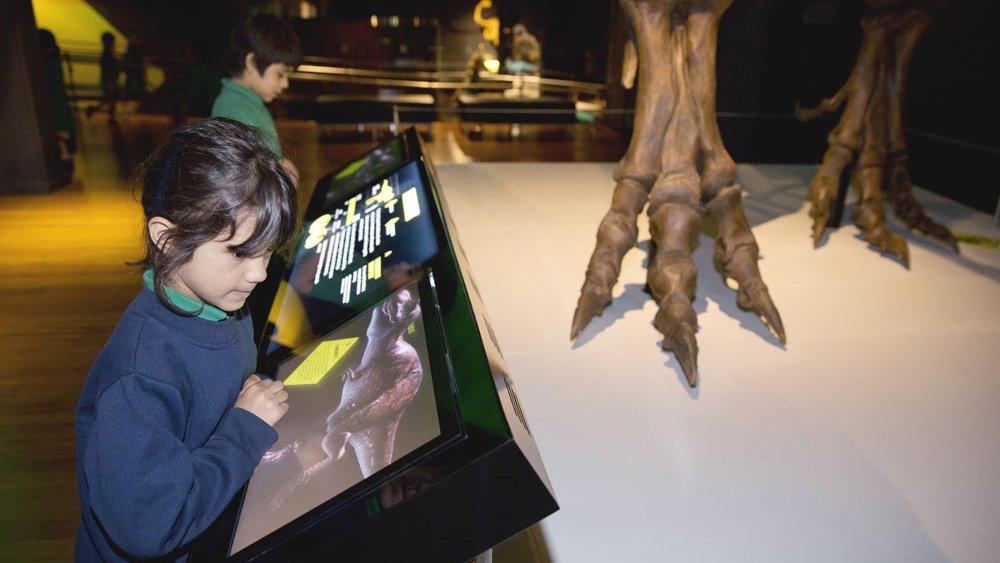 Tyrannosaur skeletons in CGI