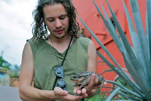 Tim Cutajar and toad, El Fuerte, Mexico
